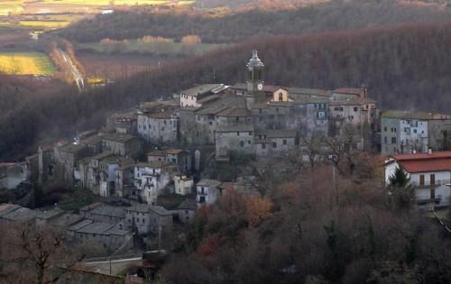 Latera - panorama e la valle dell'Olpeta
