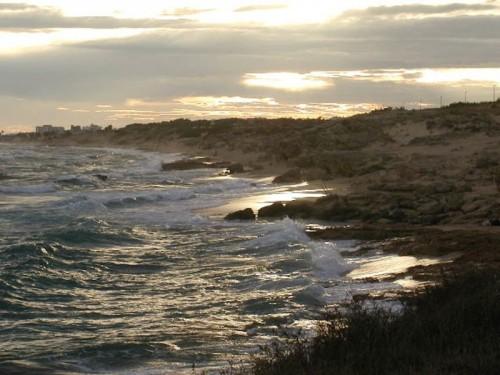 Maruggio - Sabbia,rocce e case a Campomarino