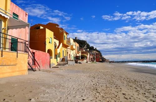 Finale Ligure - Varigotti: le case sul mare