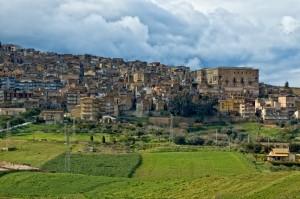 Minacciose nubi su Aragona