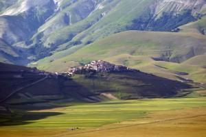 castelluccio poggiato sulle colline