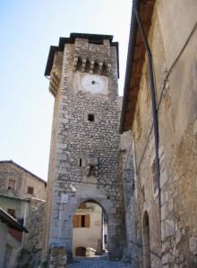 La torre di guardia all'ingresso del paese
