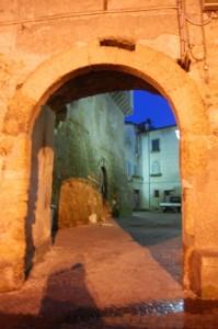 Castello Farnese, l' accesso al borgo.