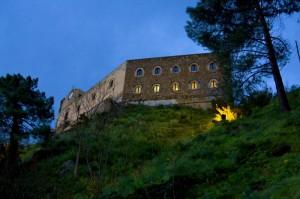 Il castello di Santa Lucia del Mela all'arrivo della sera