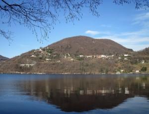Nella collina orientale del lago