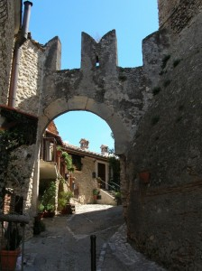Porta fortificata del borgo