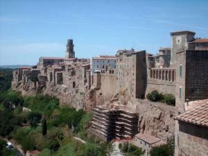 Sulle fondamenta etrusco-romane, la medievale Pitigliano 1