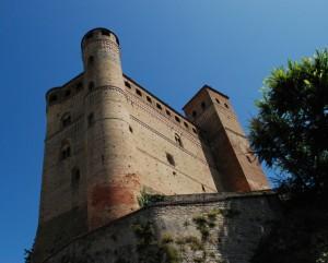 Serralunga d'Alba,castle
