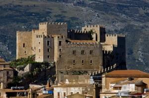 Caccamo: il Castello tra le Case