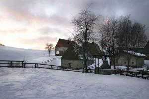 Cimarest, sopra Magasa il paese dai tetti di paglia…