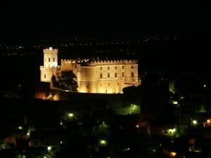 Castello di Corigliano Calabro di notte