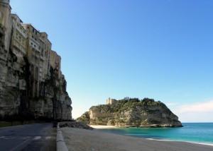 La spiaggia e la rocca