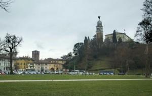IL castello di Udine visto dalla  piazza