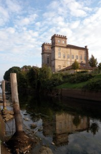 Il Castello di Robecco (riflesso) sul Naviglio