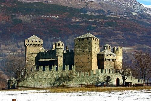 Fénis - fenis....e con il suo castello