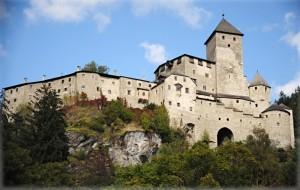 il castello visto dalla valle