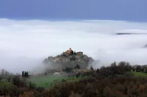 La nebbia a gl'irti colli….