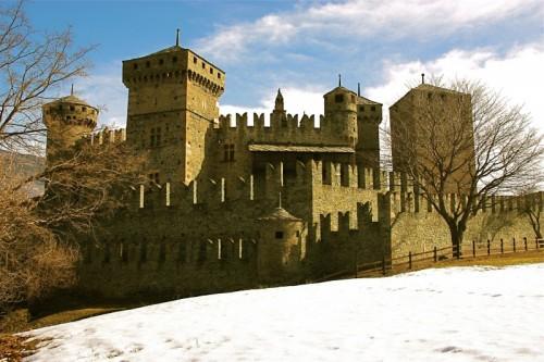 Fénis - le torri del castello di fenis
