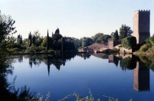 Il dio del luogo abita nella torre nel lago