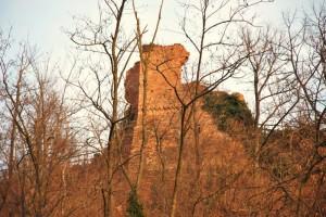I resti del castello di Vezza d'Alba