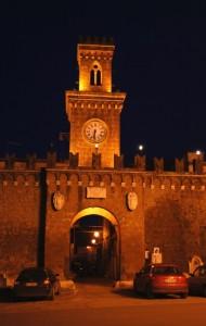 Castel Sant'Elia  -La porta fortificata con orologio e campane- di sera.