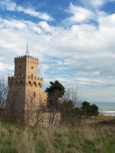 La torre di Cerrano tra le nuvole