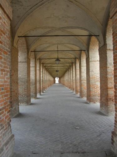 Sabbioneta - i portici di piazza d'armi