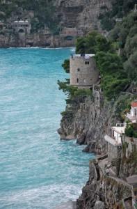 sai qual'è il nome della torre cilindrica di Positano?