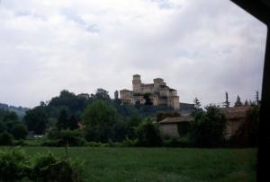 Il Castello di Torrechiara visto da lontano