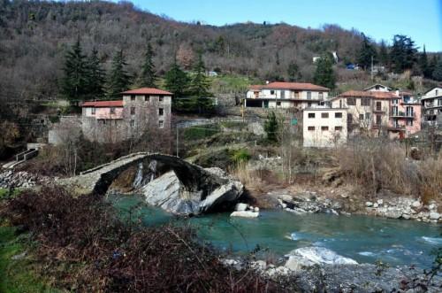 Borghetto d'Arroscia - Borghetto e il suo ponte