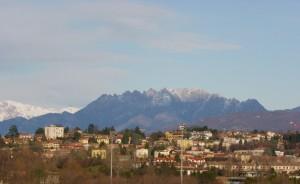 Villa raverio est sovrastata dal Resegone