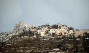 la rocca di calascio e ruderi della vecchia citta'