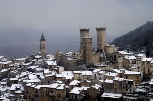 Castello di Pacentro innevato