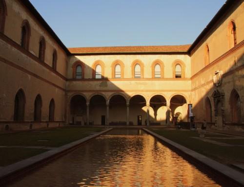 Milano - Triangolo di luce sul Portico dell'Elefante