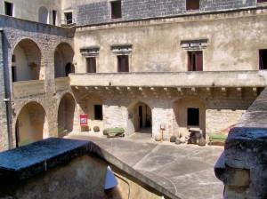 Il cortile del castello aragonese