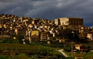 Uno spruzzo di sole su Aragona