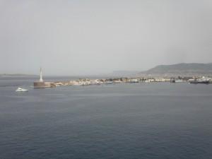Messina: entrata in porto e sullo sfondo l'ombra del ponte sullo stretto