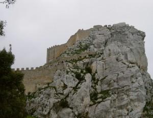 Il castello incantato di Mussomeli - mimetizzato tra cielo e roccia (lato c)