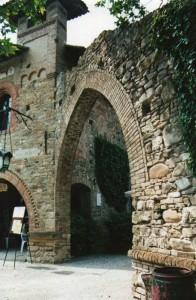 Una delle  porta del borgo di Grazzano Visconti
