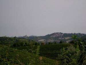 Cossombrato e sullo sfondo Villa San Secondo