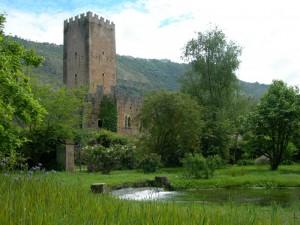 La torre del castello Caetani a Ninfa