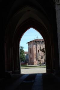 Porta con vista sul castello di Vigevano