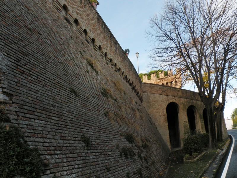 ''Le mura'' - Castel Colonna