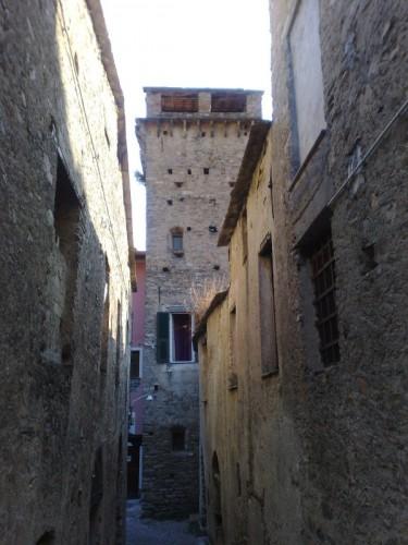 Dolcedo - Torre in mezzo al paese