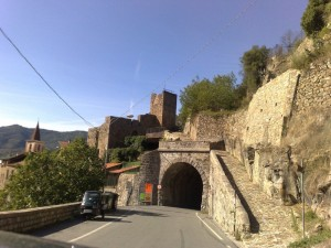 Castello per la strada di Pigna