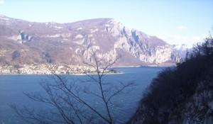 Abbadia Lariana sorge dal lago