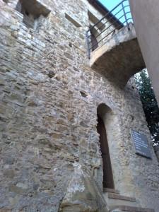 Torre mozzata vista dall'entrata