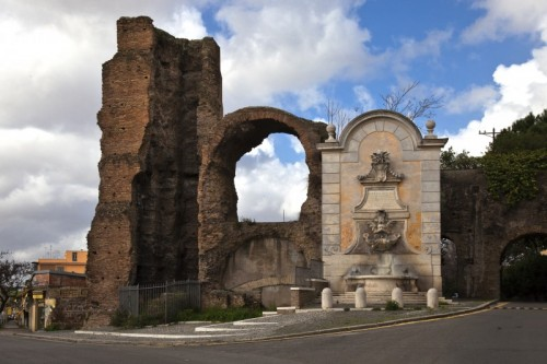 Roma - Porta Furba e la fontana
