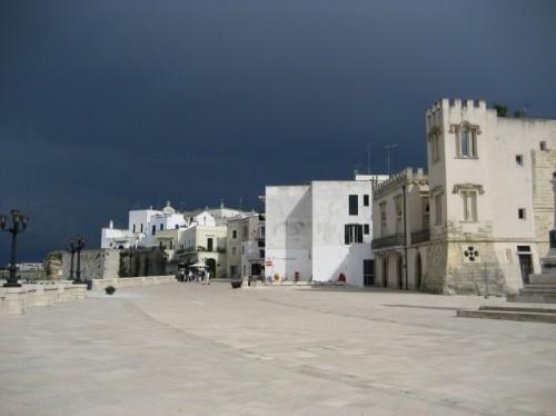 Otranto - contrasti di cielo e bianco accecante