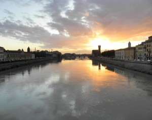 Un tramonto infuocato da Ponte Solferino